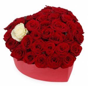 %d8%af%d8%b3%d8%aa%d9%87%e2%80%8c%d8%a8%d9%86%d8%af%db%8c-%d9%86%d8%b4%d8%af%d9%87 گلهای ولنتاینی؛ محبوب ترین گلهای روز ولنتاین 419 1788737139 1 300x294